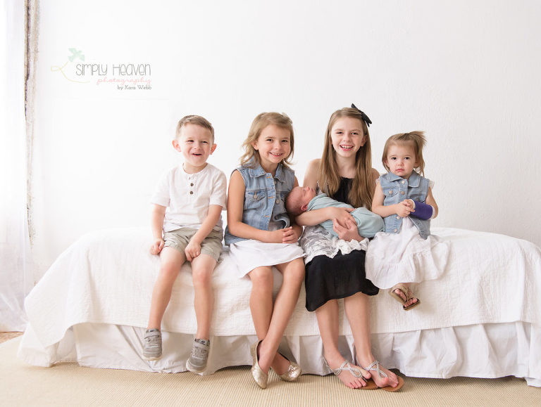 siblings during a newborn session